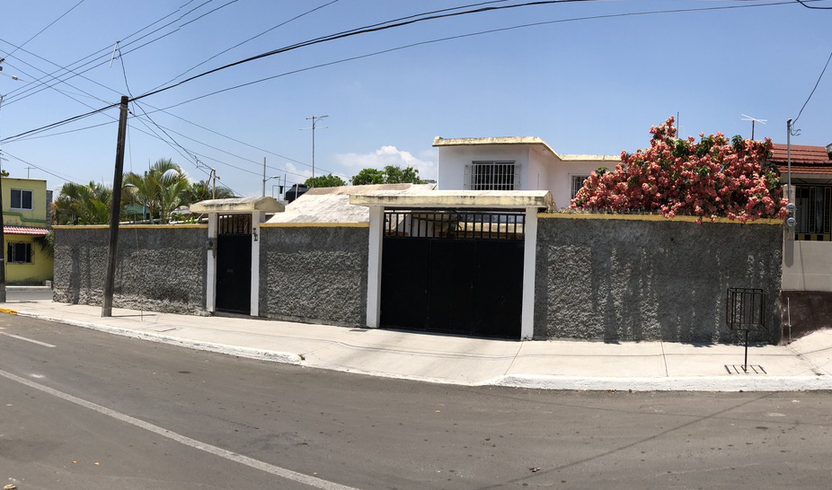 Casa Con Amplio Terreno y Excelente Ubicación En La Colonia Villa Rica Boca del Río